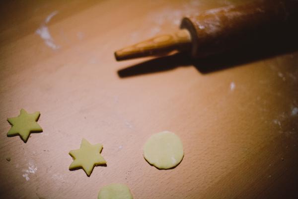 baking christmas cookies. tidytipsy